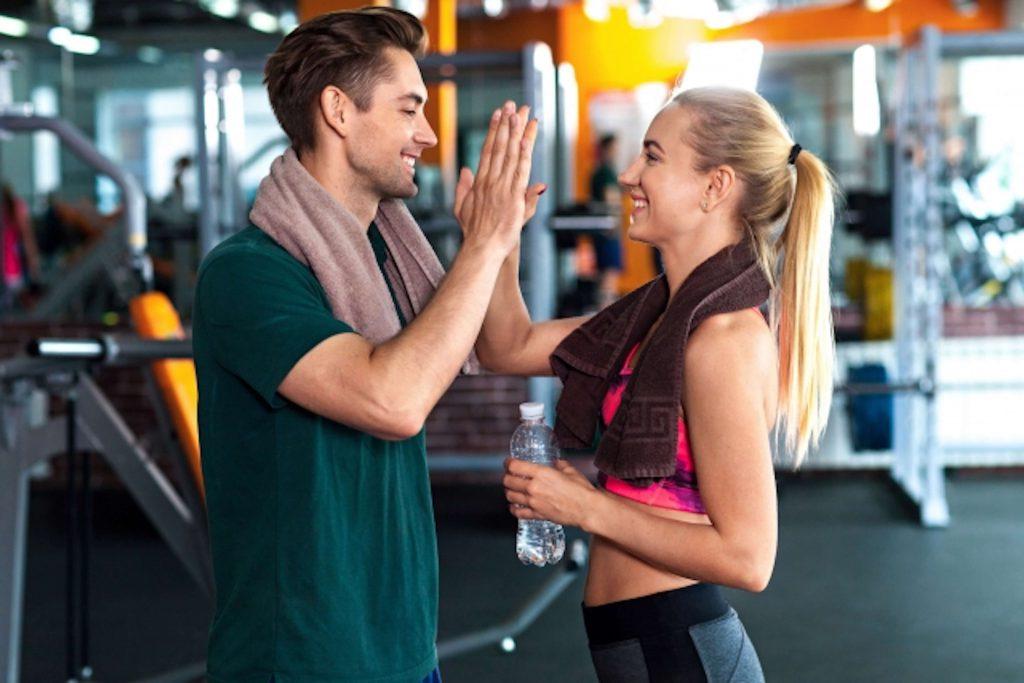 男性・女性の基礎代謝の年代別平均値。