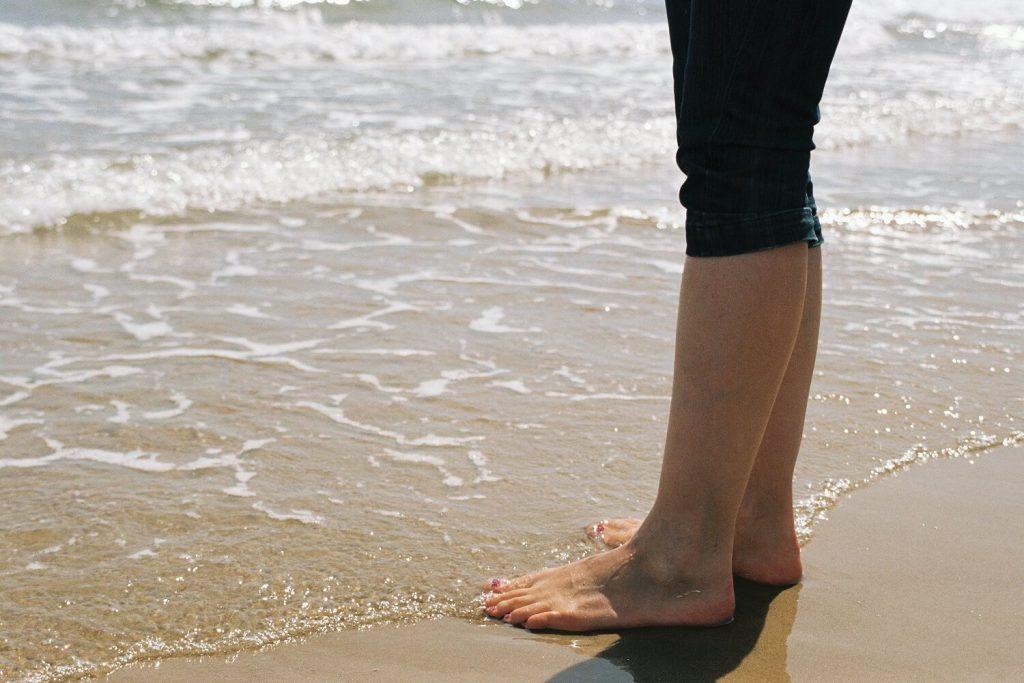 女性の裸足