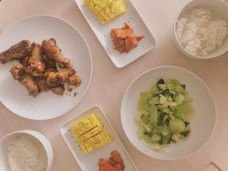【糖質制限中に食べていいもの一覧】コンビニ・外食・食材で迷った時に選ぶべきメニューは?