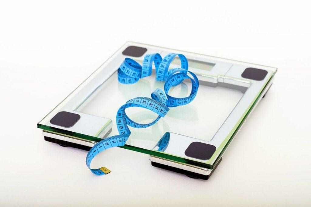 ダイエット、太る、体重計
